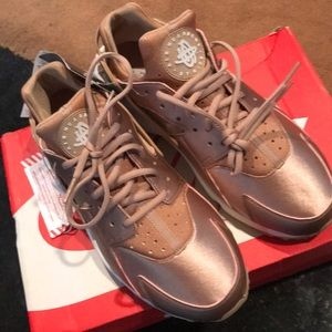 Brand New with Tags Rose Hold Hurraches size 11